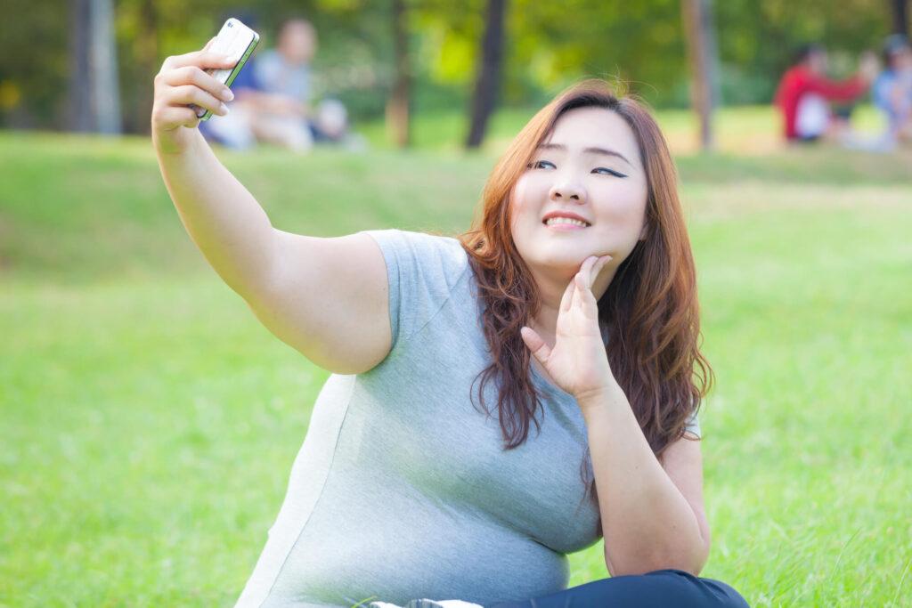 Big Beautiful Korean Women takes a selfie